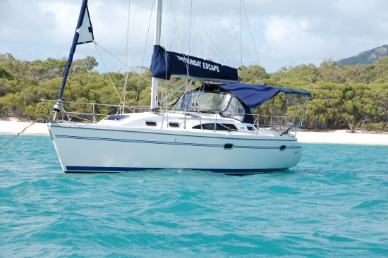 Whitsunday Escape: Zig Zag in front of Whitehaven