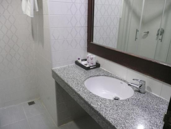 Grand Vissanu Hotel: Badkamer