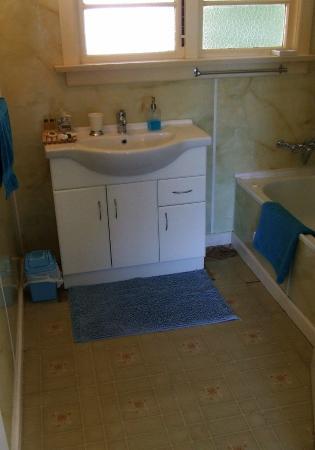 Bluff Ocean Vista Accommodation: bathroom