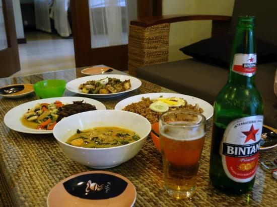 Villa Puri Ayu: 部屋で食事