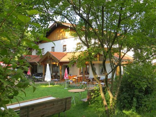 Gasthof Zum Ott: Außenplätze im GAsthof