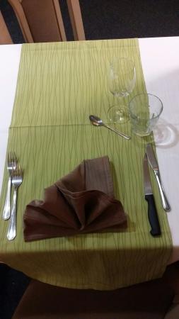 Hotel Restaurant Portes de Meuse: Table client hors soirée etape