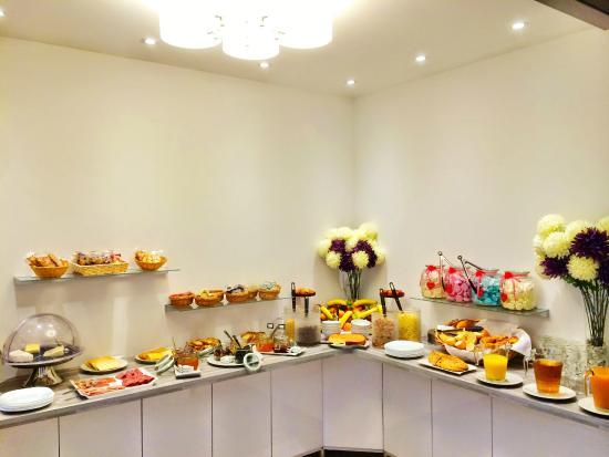 Hôtel Le Miredames : buffet du petit déjeuner