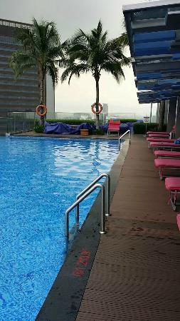 Aloft Kuala Lumpur Sentral: Rooftop pool.
