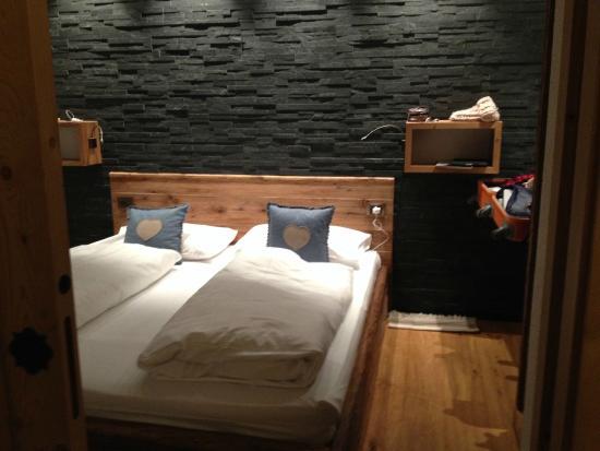 Naturhotel La Cort: camera da letto