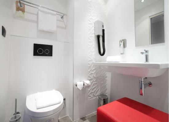 Ibis Styles Beaulieu-sur-Mer : Salle de bain