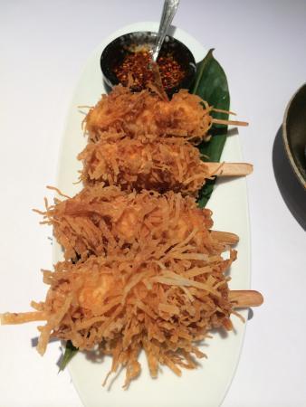 棒棒蝦:四隻胖胖的棒棒蝦,外酥內餡香也有彈性!