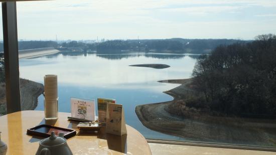Kikusui-Tei : 菊水亭6F レストランからの眼下の狭山湖と南方向の眺め