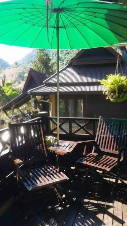 Angkhang Nature Resort: ด้านหน้าระเบียงห้องพัก