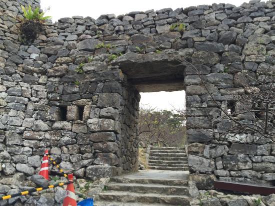 城門 - 今帰仁村、今帰仁城跡の写真 - トリップアドバイザー