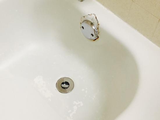 Best Western Plus New Englander: Poor patch job in shower and rust within shower