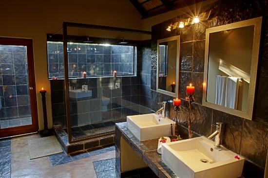 Nkorho Bush Lodge: Standard Chalet Bathroom