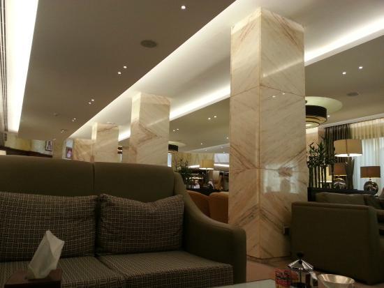 Sheraton Riyadh Hotel & Towers: Hotel Lobby/Bar