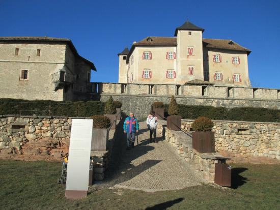 Castel thun giardini esterni foto di castel thun ton for Giardini esterni foto