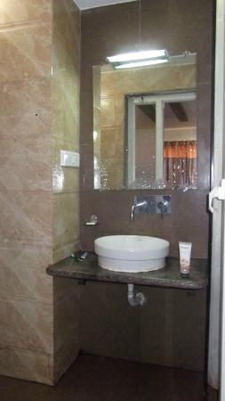 Yashraj- The Boutique Hotel: wash basin