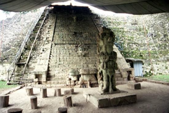 Sculpture Museum: 神聖文字階段