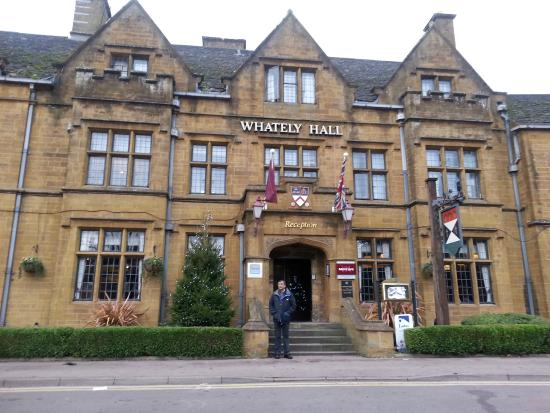 Mercure Banbury Whately Hall Hotel: The majestic frontage