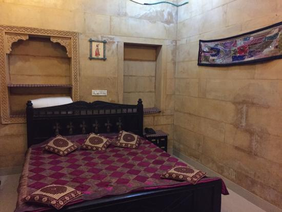 Hotel Royal Haveli: Our comfortable room!