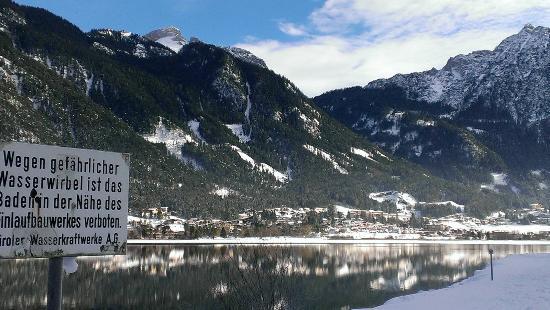Hotel-Pension Rotspitz: Blick nach Maurach am Achensee