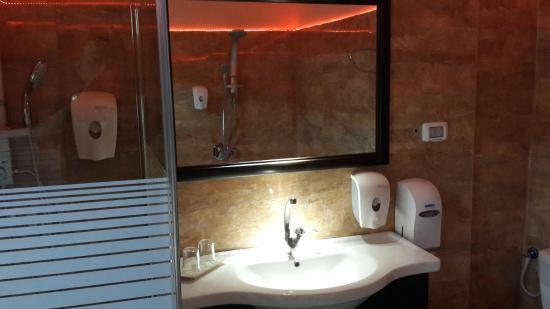 Hotel Casa de Maria: Bathroom