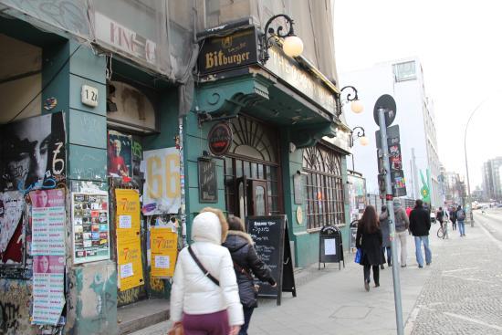 Oscar Wilde: Вид с улицы