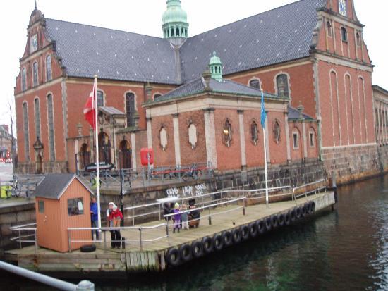 Holmens Kirke : Set fra kanal broen