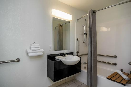 Motel 6 Waco - Bellmead: Bathroom