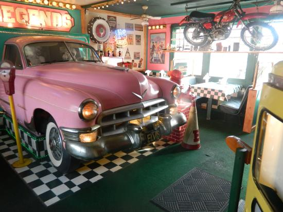 Legends Restaurant: Travel back in time to dine in a fun atmosphere with great food and service!