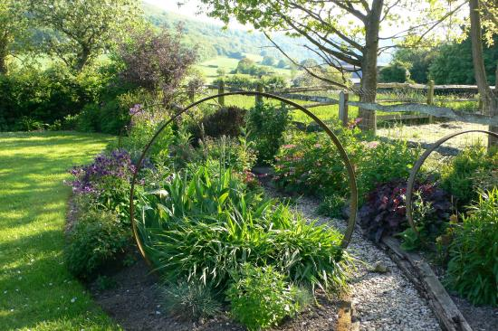 Stane House: Classic Country Garden