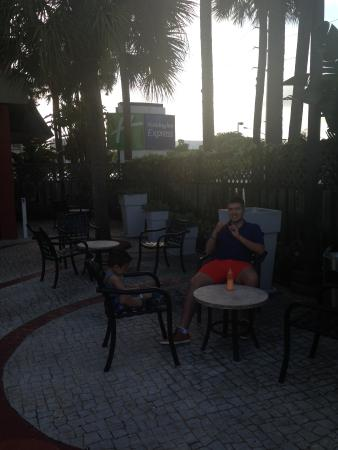 Holiday Inn Miami International Airport: relaxing at the holiday inn