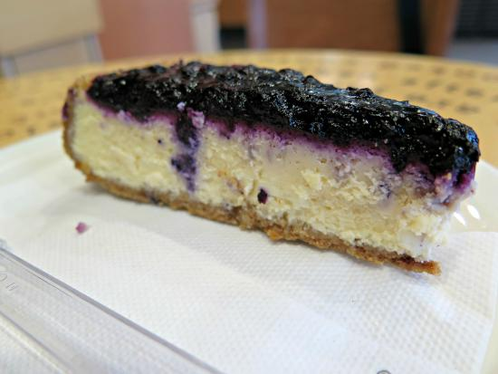 Starbucks Staromestske: blueberry cheesecake