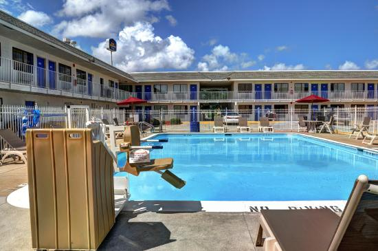 Motel 6 New Orleans Slidell Pool
