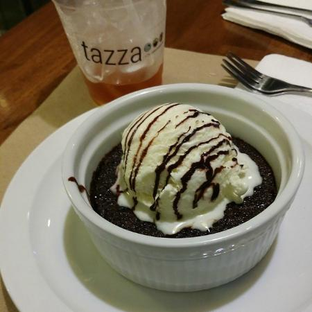 Tazza Cafe and Patisserie, Lahug: Warm Brownie ala Mode