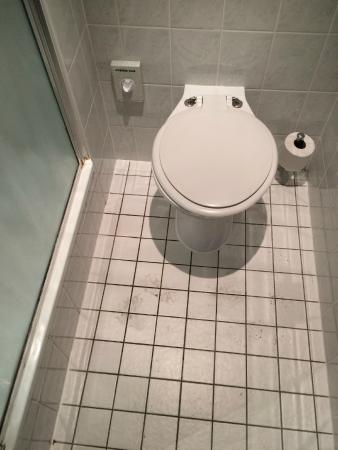Holiday Inn Express London - Hammersmith: L'angolo wc che si allagava quando facevamo la doccia