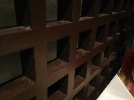 Top of the Port: Filthy dusty lattice right beside my table.