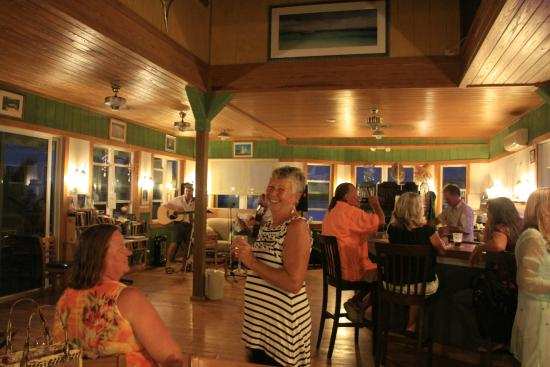 """Long Island Breeze Resort Restaurant : The size of the """"crowd"""" was just right!"""
