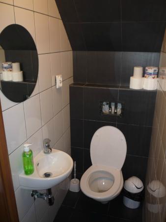 Hostel Przy Targu Rybnym: Чистота санузла