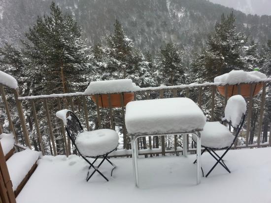 Hotel Camp del Serrat: En una pequeña terraza exterior diciembre 2014