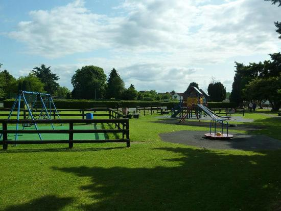 Lydney, UK: Park facilities & tennis courts,playing fields and putting green