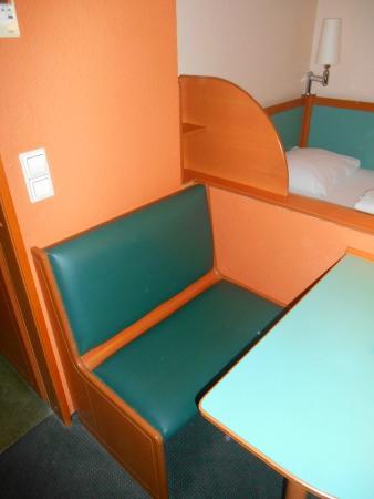 Tisch Bank Im Schlafzimmer Picture Of Best Western Amedia