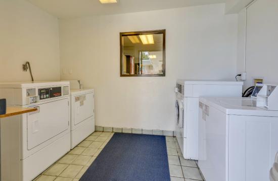 Motel 6 Tuscaloosa: Laundry