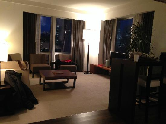 Langham Place, Fifth Avenue: Living room