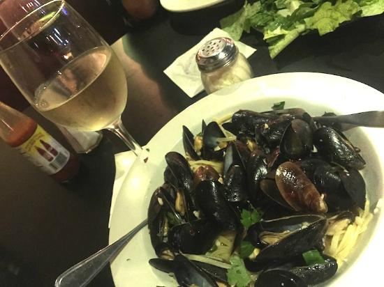 Carmine Street N.Y. Pizza & Mussels: Mussels in Wine & Garlic Sauce over Linguini