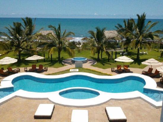 Hotel Suspiro: Nuestra área de albercas y deck frente al mar.