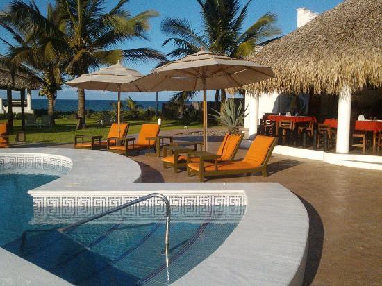Foto de hotel suspiro costa esmeralda alberca y for Alberca restaurante