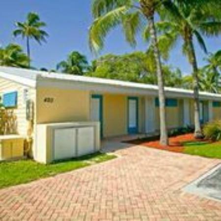 Islander Resort, a Guy Harvey Outpost : Room enterance side