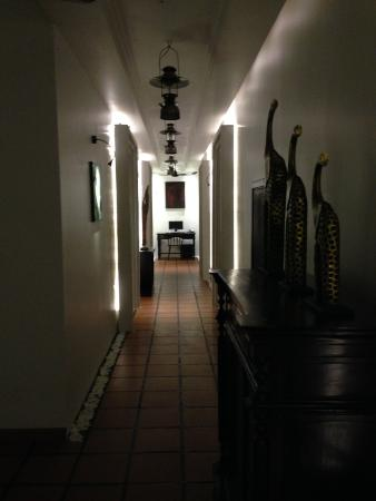 La Rose Boutique Hotel & Spa: Example of one of the corridors