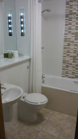 Cranfield Management Development Centre (CMDC): Bathroom