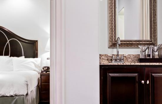 The Franklin: Guest Room & Bathroom