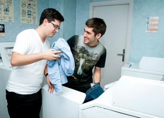 Albergue Juvenil Pere Tarrés: Lavandería